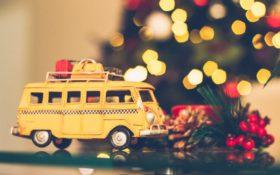 VW buss before xmas tree free pexel