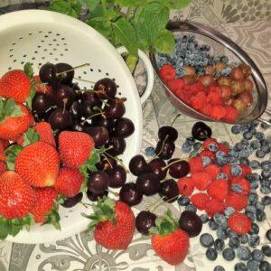 pavlova met veel rood fruit uit mijn jeugd