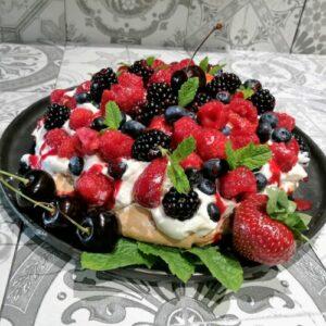 pavlova met veel rood fruit
